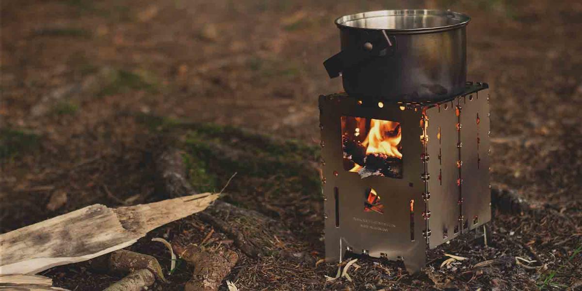 Feststoffkocher beim Campen
