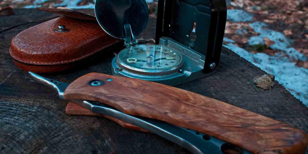 Messer-und-Kompass-gehören-in-jedes-EDC-Kit