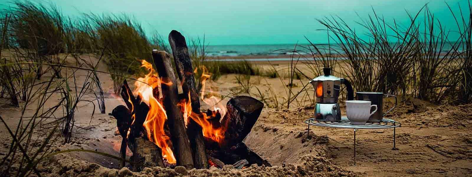 Zelten am Strand am Meer